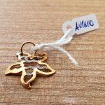 €55,00 – Ciondolo a forma di fiore in oro giallo 18k (750/1000) lavorato con diamantatura
